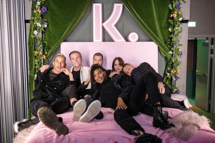 Minns att vi skrev att vissa kändisar delade säng? Det var absolut inte en lögn. Här bevittnar vi goda vänner i Klarnas sällskap.