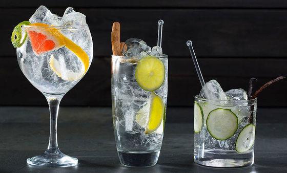Tre varianter på gin & tonic.