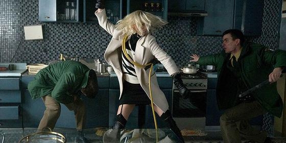 Atomic Blonde kan bli den blockbuster som räddar sommarens filmrykte i år.