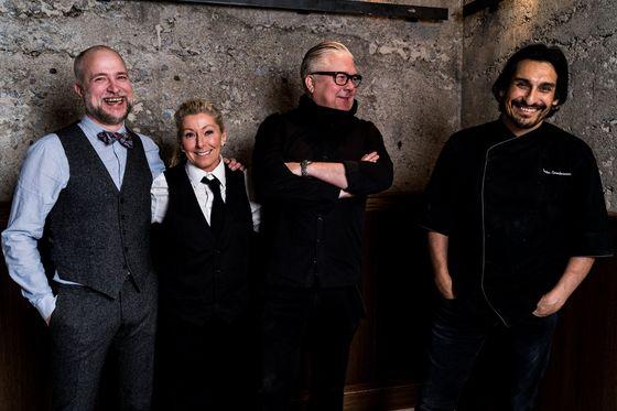 Jesus Lappalainen (sommelier), Eva W Gjersvold (servis), Joakim Hallberg (hovmästare) och Sacha Smederevac (grundare och kock).