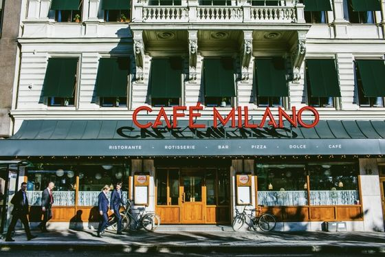Ny skylt på Café Milano.