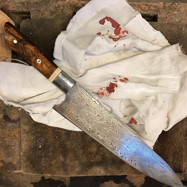 """""""När man är oförsiktig och stoppar fingret i bandsågen, men kniven fick jag klar"""""""