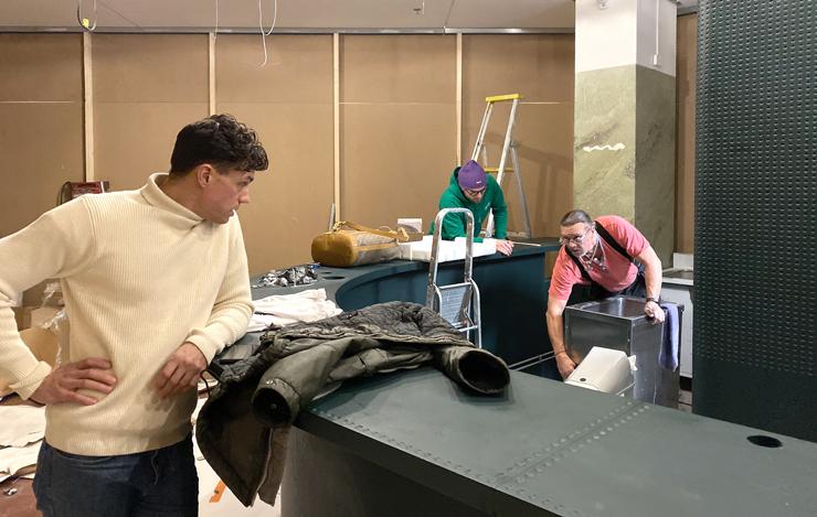 Den handgjorda inredningen kommer från Bosniska Zanat på fredag, sen blir det full fart inför öppningen på måndag.