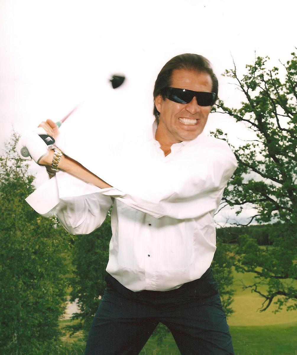 Christos Neo spelar även golf.