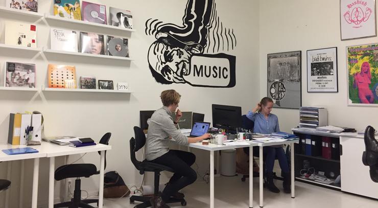 Joachim och Agneta på Woah Dads kontor i Göteborg.