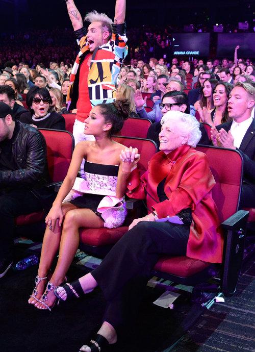 som dejtar Ariana Grande nu 2015